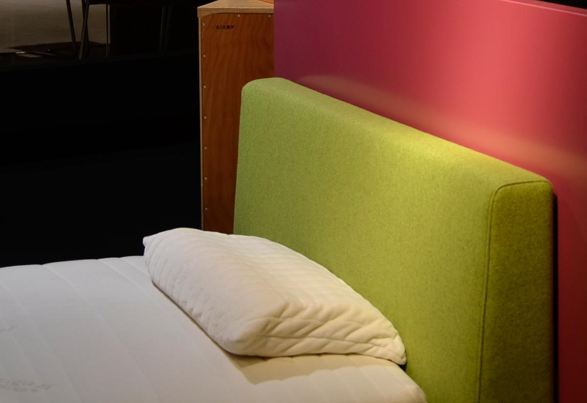 anna bett mit polsterkopfhaupt 120 200 in walnuss. Black Bedroom Furniture Sets. Home Design Ideas