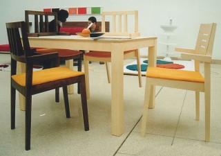 SOLID Tisch mit 4 Stühle